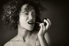 rökande kvinna för rør Arkivfoton