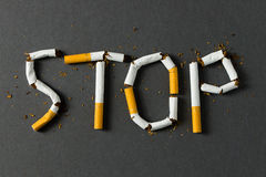 rökande stopp för broken cigarettbegrepp Royaltyfria Foton