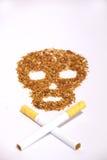 rökande tobak för farlig skalle Fotografering för Bildbyråer
