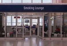 Rökande vardagsrum Royaltyfri Bild