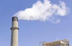 rökande xxl för fabriksrør Arkivbild