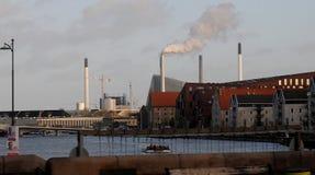Rökchemney från förlorad bränning i Köpenhamn arkivfoton