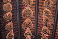 Rökelse i den Thien Hau pagoden royaltyfria bilder