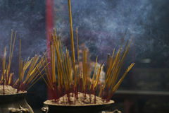 Rökelse och dyrkan Arkivbild