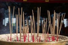 Rökelse på altaret Arkivbild