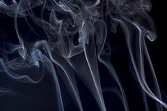 Rökelse på en svart bakgrund Royaltyfria Bilder