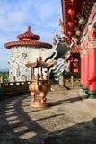 Rökelsekar i kinesisk buddistisk tempel Arkivfoto