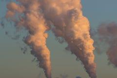 Röken från fabrikslampglas Arkivbild
