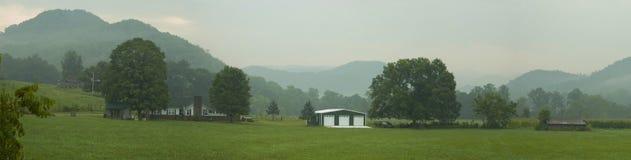 rökig dalsikt för berg Arkivfoto