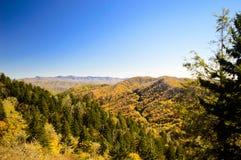 Rökiga berg från nya fann Gap Fotografering för Bildbyråer