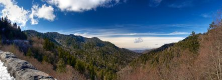 rökiga stora berg Arkivbilder