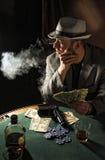 rökning för gangsterspelrumpoker Royaltyfria Bilder