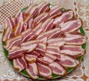 Rökt bacon, snitt in i stycken royaltyfri bild