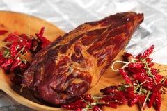 Rökt cowleg med ungersk röd paprika Arkivfoton