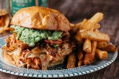 Rökt feg smörgås för BBQ med franska småfiskar Royaltyfria Foton
