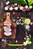 Rökt grisköttbacon med grönsaker Arkivfoton