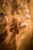 Rökt hemlagad meat i ett naturligt långt Royaltyfria Bilder