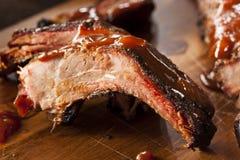 Rökte extra- stöd för grillfestgriskött Arkivfoto