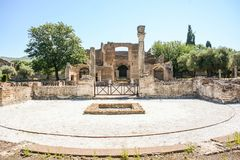 Römische Archäologieansicht von frigidarium am Landhaus Adriana Stockfotos