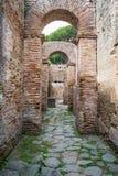 Römische Bögen in der alten Stadt von Ostia, Rom, Italien Lizenzfreie Stockfotografie