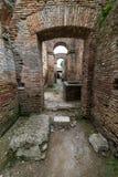 Römische Bögen in der alten Stadt von Ostia, Rom, Italien Lizenzfreies Stockfoto