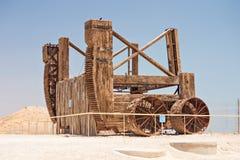 Römische Belagerungsmaschine bei Masada in Israel Stockbilder