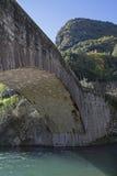 Römische Brücke über dem Sarca lizenzfreie stockfotografie