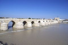 Römische Brücke von Cordoba, Andalusien, Spanien Stockfotos