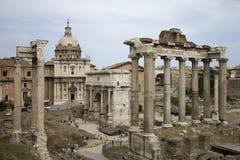 Römische Forumruinen in Italien.