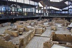 Römische Ruinen in der geborenen Mitte kulturell stockbilder