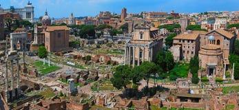 Römische Ruinen in Rom Lizenzfreies Stockfoto