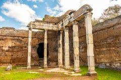 Römische Ruinenspalten Landhaus-Adriana - Rom Tivoli - Italien lizenzfreies stockfoto