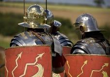 Römische Soldaten in der Rüstung Stockfotos