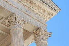 Römische Tempel-Details in Nimes, Provence, Frankreich Stockfotos