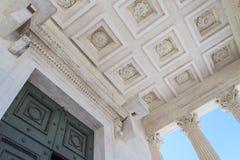 Römische Tempel-Details in Nimes, Provence, Frankreich Stockbilder