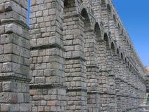 Römischer Aquädukt von Segovia Stockfotos