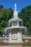 Römischer Brunnen in Peterhof, Russland Lizenzfreie Stockfotos