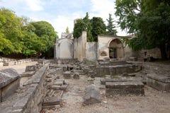 Römischer Friedhof (Alyscamps) in Arles, Frankreich Stockfotografie
