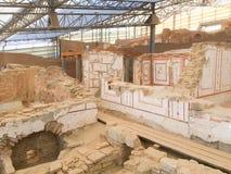 Römischer Steinreihenhausraum mit verzierten Wänden im ephesus Lizenzfreies Stockbild