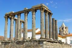 Römischer Tempel- und Kathedralekontrollturm. lizenzfreie stockfotos