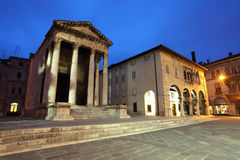 Römischer Tempel von August stockbilder