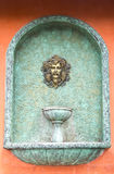 Römischer Wasserbrunnen. Lizenzfreies Stockbild