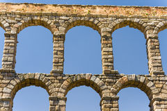 Römisches acqueduct in Segovia nahe Madrid, Spanien Lizenzfreies Stockbild