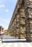 Römisches acqueduct in Segovia nahe Madrid, Spanien Stockbilder