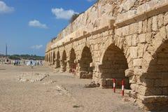 Römisches Alter aquaeductus in Caesarea Lizenzfreie Stockfotografie
