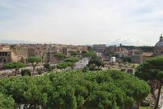 Römisches Forum und palatino in Rom in Lazio in Italien lizenzfreies stockbild