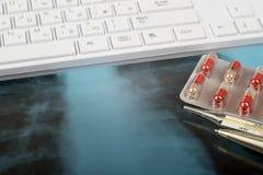 Röntgenprüfung und Tastatur Stockfotos