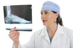 Röntgenstrahl in Hand des Doktors stockbilder