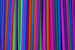 Rör av olika ljusa färger för alla drinkar arkivfoto