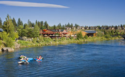 Rör den Deschutes floden, böjning, Oregon Royaltyfria Bilder